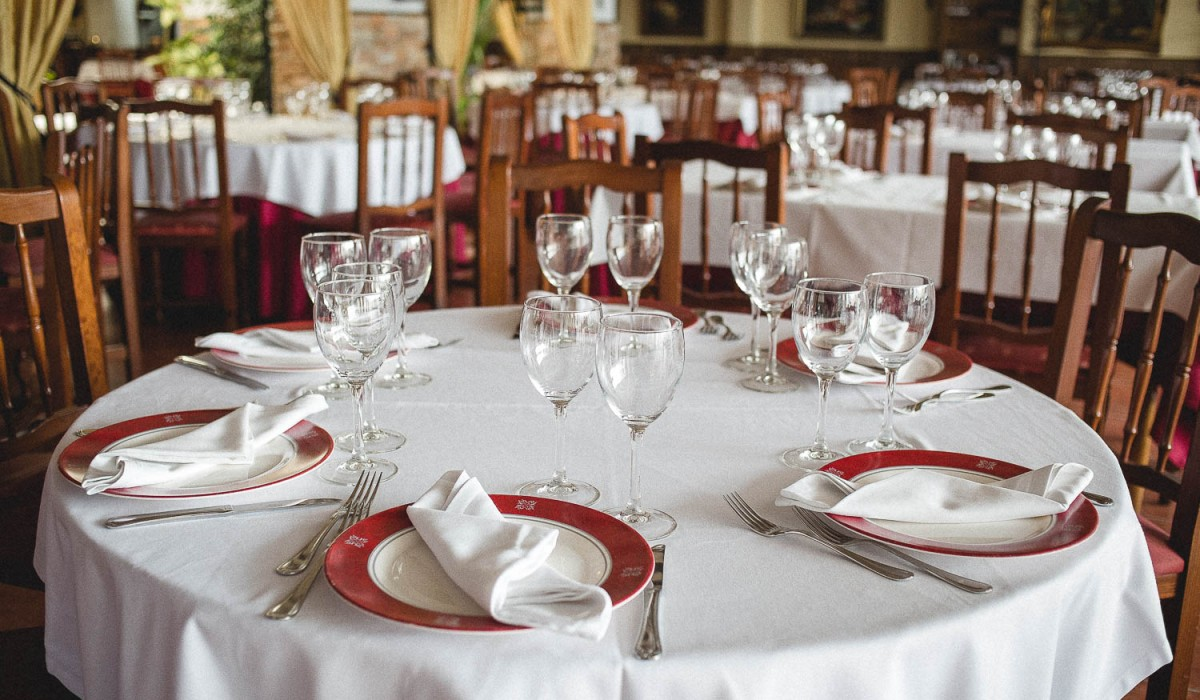 http://restaurante-senorio-ribera-mar-menor-sala-111180