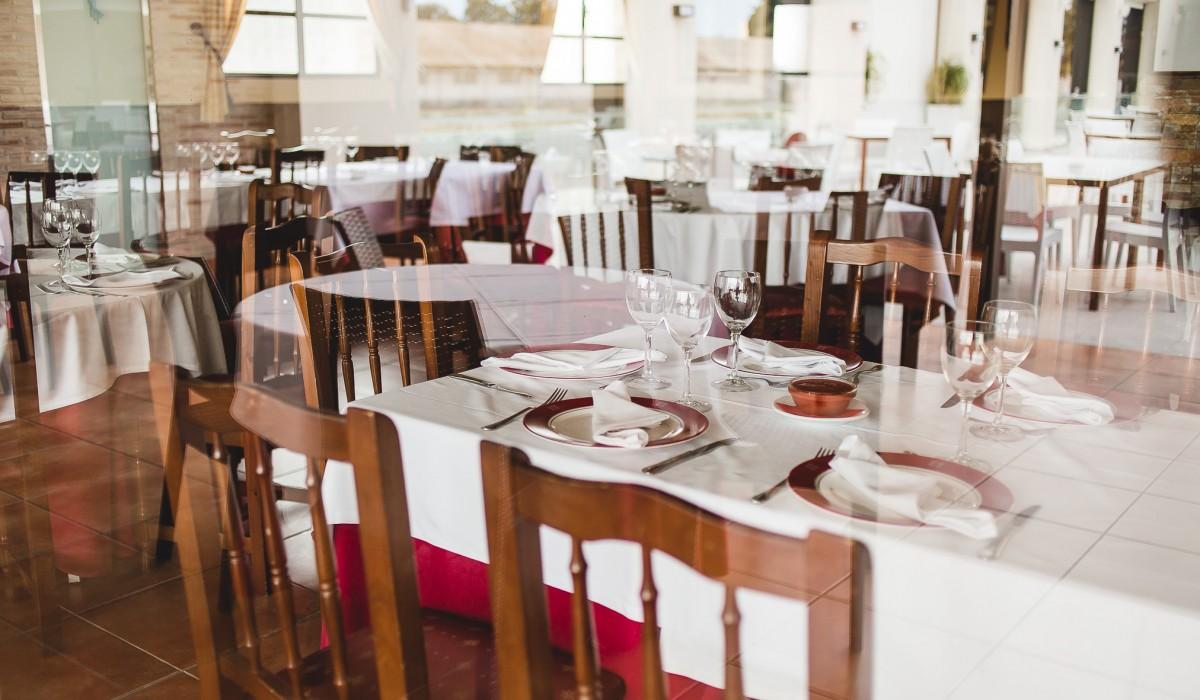 http://restaurante-senorio-la-ribera-sala-main-